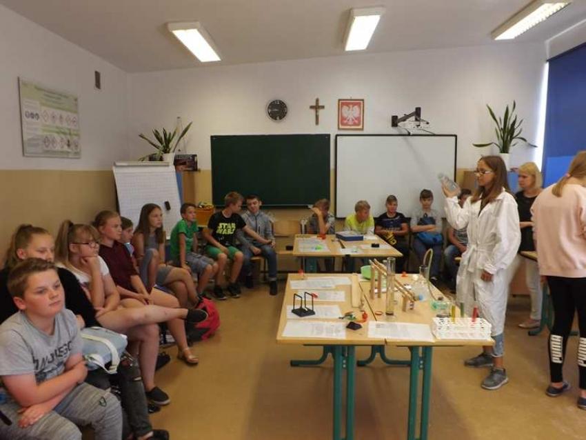 Pokazy eksperymentów z fizyki i chemii